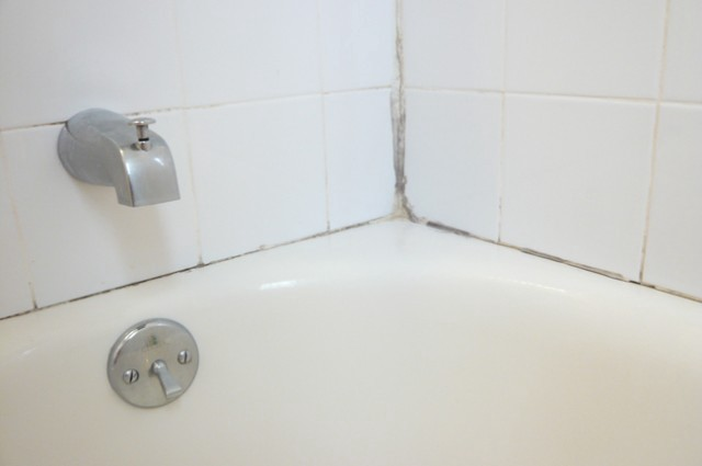 A Femmes Guide To Improvement Caulking Your Disgusting Bathroom - Bathtub cocking