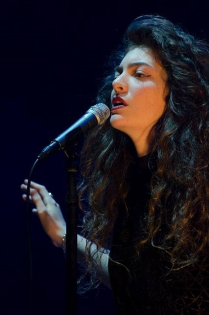 """Lorde talks online """"cleanliness,"""" subtweeting and new ..."""